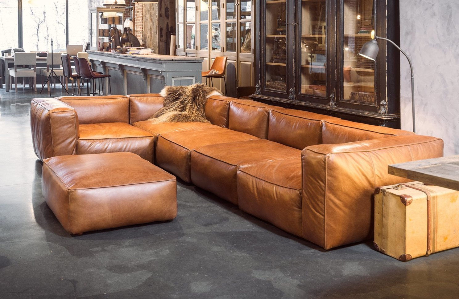 Cognac leather sofas are now on trend for 2017 homes