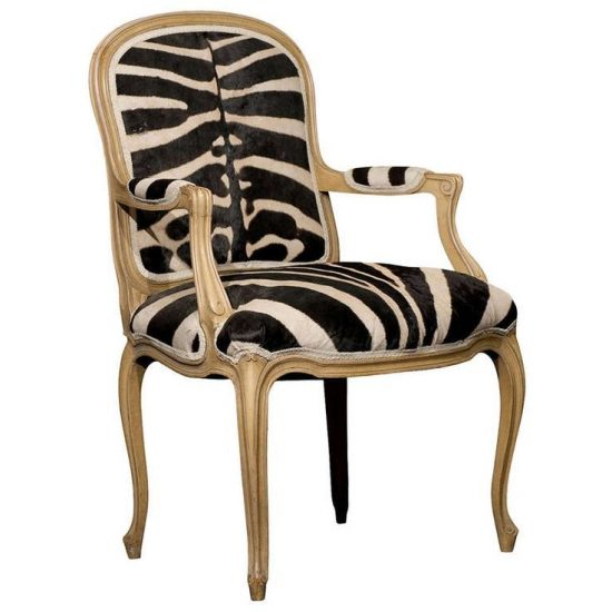 Bergere Chair: Unique Design features with Eye-Catching Colors