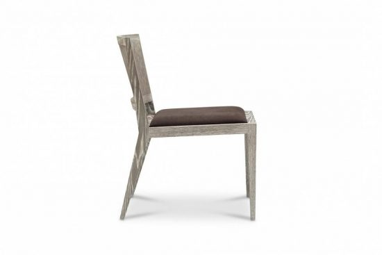 Side Chair: The Pros of Having a Side Chair in Your Living Space